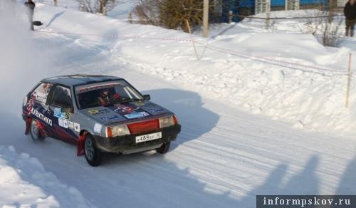 На фото: экипаж Сергея Алексеева на трассе ралли