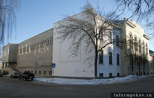 На фото: Псковский музей-заповедник и школа Фан-дер-Флита