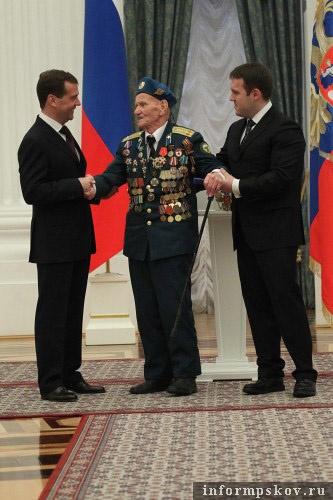 На фото: Алексей Соколов на церемонии вручении госнаград (фото с rg.ru)