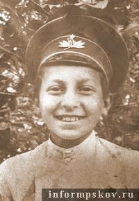 На фото: псковский гимназист Вениамин Каверин
