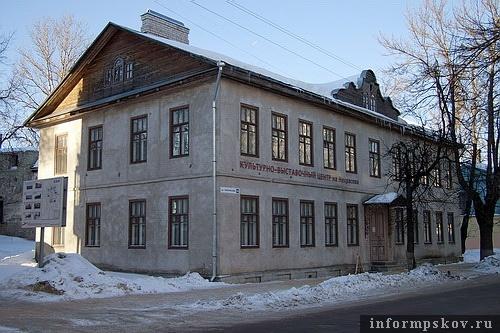 На фото: Некрасова, 10. Культурно-выставочный центр