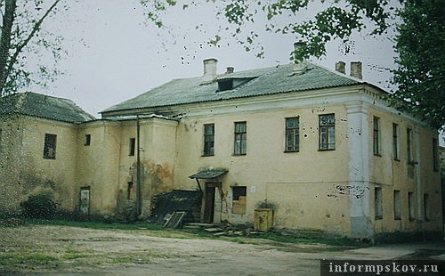 На фото: дворовый фасад. 2003 год (Фото из архива НПЦ)