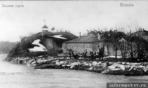 На фото: левый берег Псковы - Лапина горка