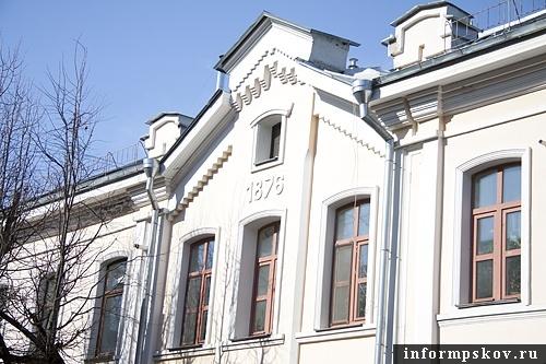 На фото: фасад бывшего училища землемеров
