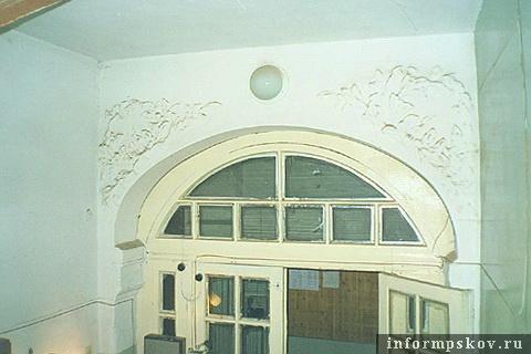 На фото: интерьер первого этажа. 2001 год (Фото из архива НПЦ)