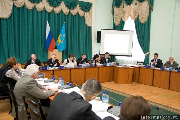 На фото: сессия Псковской городской Думы