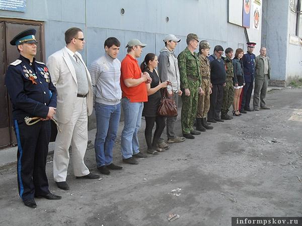 на фото: Круг С- Западного Псковского Казачьего Отдела