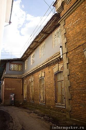 На фото: боковой фасад здания