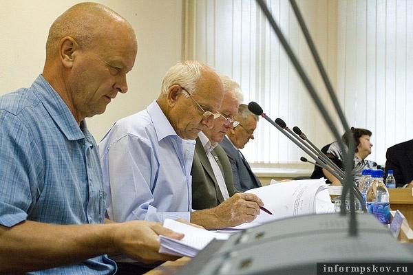 На фото: депутаты гордумы
