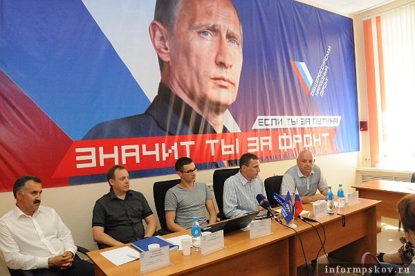 На фото: участники автопробега на пресс-конференции во Владивостоке (Фото Василия Федорченко)