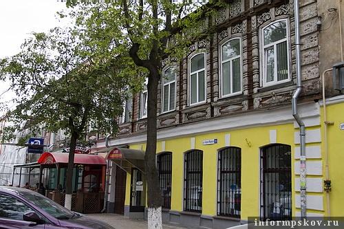 На фото: дом Лахновского