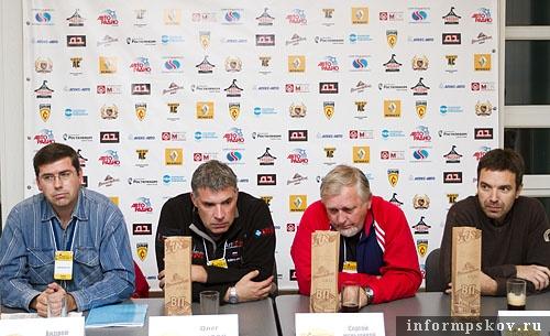 На фото: пресс-конференция