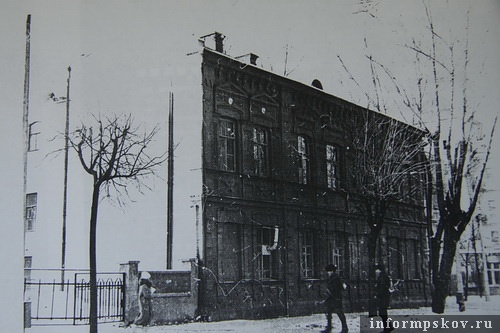 На фото: бывшая гостиница «Россия». Фасад с улицы Ленина. Фото 1991 года из архива НПЦ