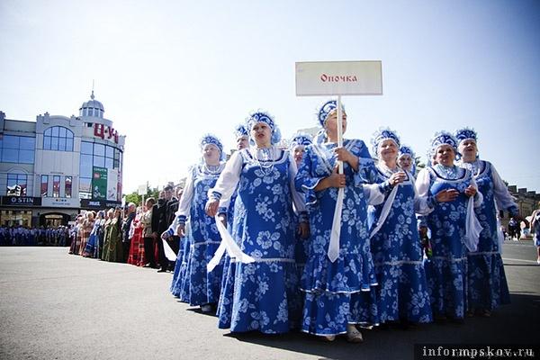 На фото: участники Певческого праздника в Пскове