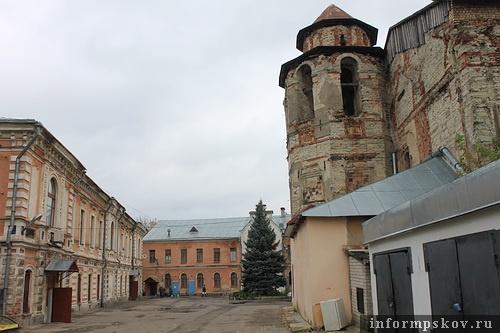 На фото: территория бывшего подворья монастыря