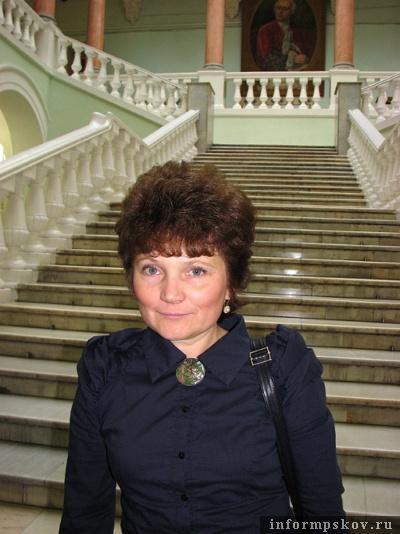 Я и тщательно отмытая студентами от всех «поцелуев» Дмитрия Медведева лестница журфака МГУ (на журфаке «СМИротворцам-2011» тоже организовали целый семинарский день)