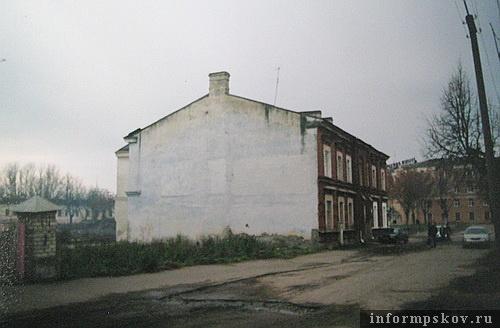 На фото: местность у дома Черёхинского до начала строительства нового отеля, то есть до 2007 года (Фото из архива НПЦ)