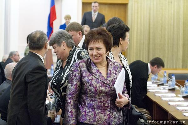 На фото: Елена Бибикова на первом плане, за ней Вера Печникова (слева) и Ирина Богачева (справа)