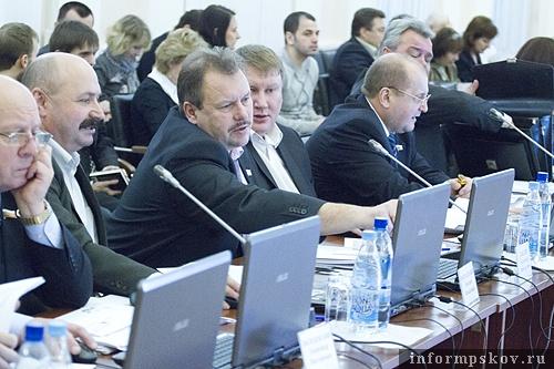 На фото: депутаты Псковского областного Собрания V созыва