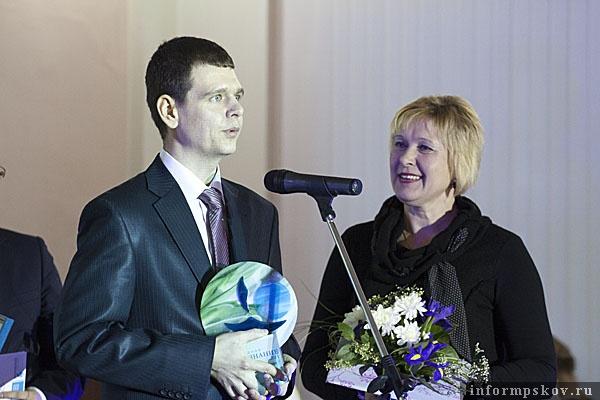На фото: сотрудники Зеленхоза получают премию