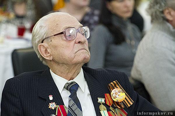 На фото: Владимир Фёдорович Артёмов на церемонии вручения премии «Народное признание-2011»