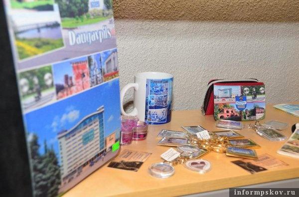 Занявшись развитием туризма, в Даугавпилсе озаботились вопросом сувениров; но всё-таки в этом плане вне конкуренции пока остаётся местный бальзам