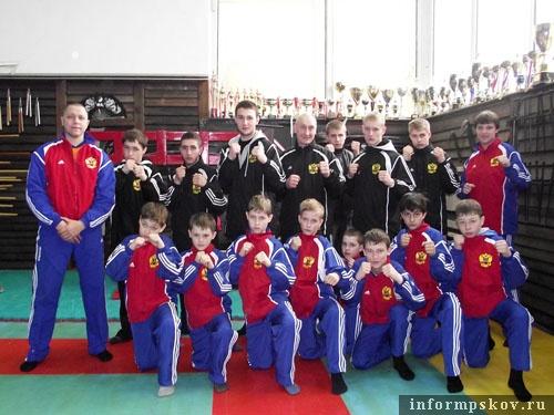 На фото: сборная Псковской области по кобудо