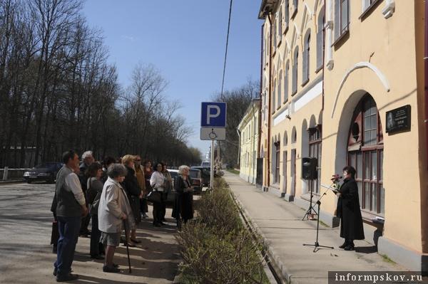 На фото: открытие мемориальной доски на здании бывшего Реального училища