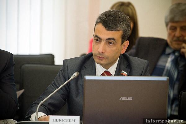 Льву Шлосбергу предстоит набрать кандидатов и при этом не испортить отношения с федеральным бюро партии