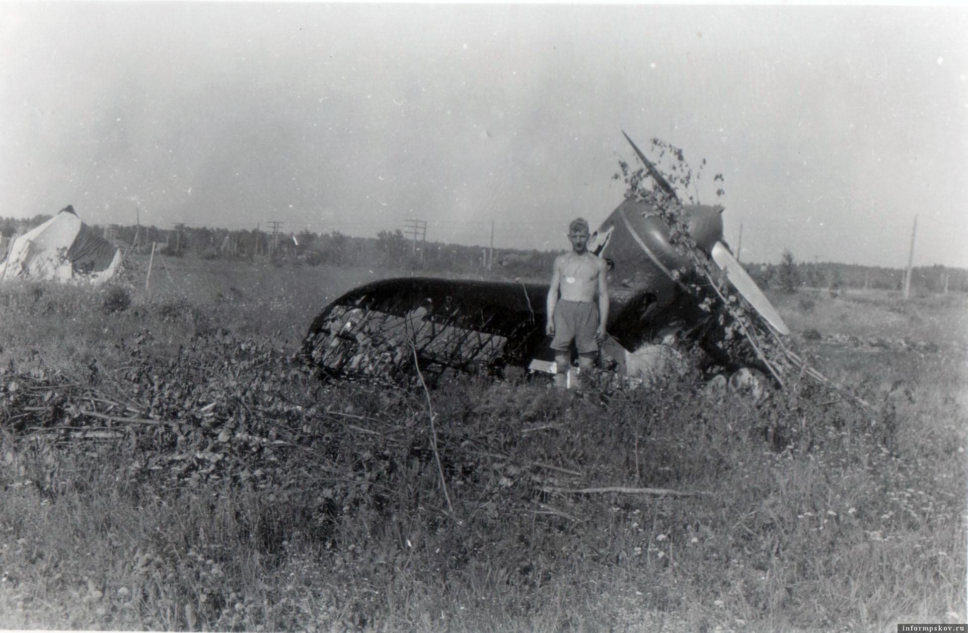 Рядом с предыдущим самолетом на аэродроме находился еще один И-16 тип 5, практически полностью сгоревший. Предположительно тоже из 31-го ИАП.