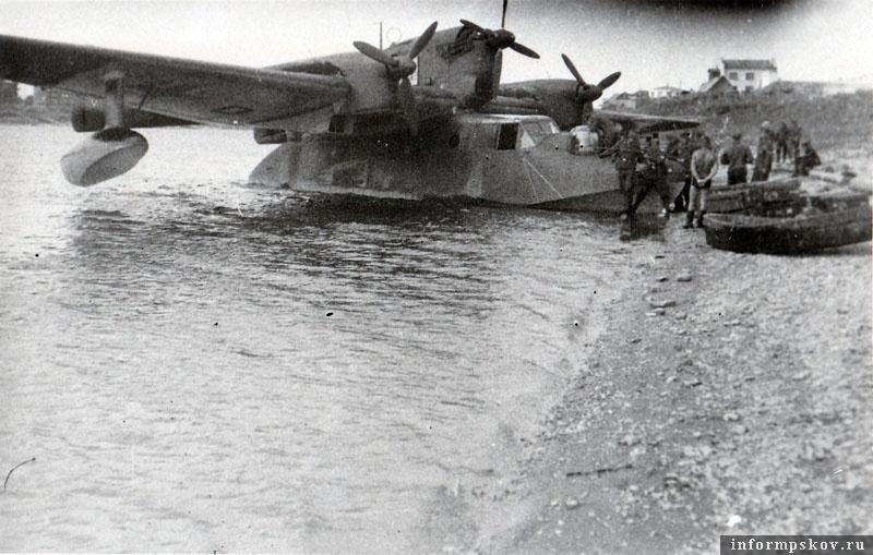 На фото: Прилетала в Псков и вот такая экзотика. Летающая лодка Blohm & Voss BV 138 Морской дракон из 108-й боевой группы особого назначения (К.G.z.b.V. 108 Sее)  на Великой. Самолет использовался для вывоза раненых.