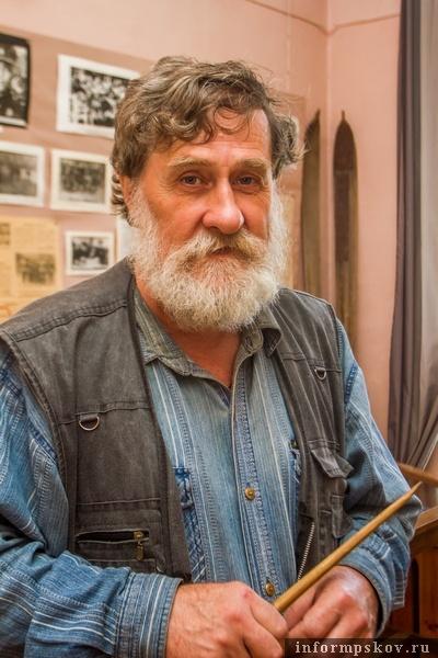 На фото: хранитель музея Сергей Григорьевич