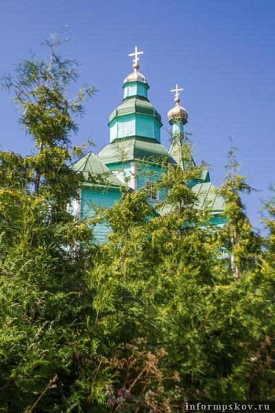 На фото: храм в деревне Плиссы