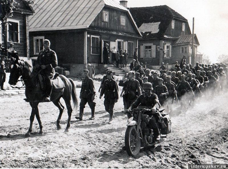 На фото: Наступление в Прибалтике.