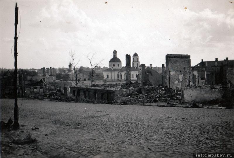 На фото: В результате боев центральная часть города была практически полностью разрушена.