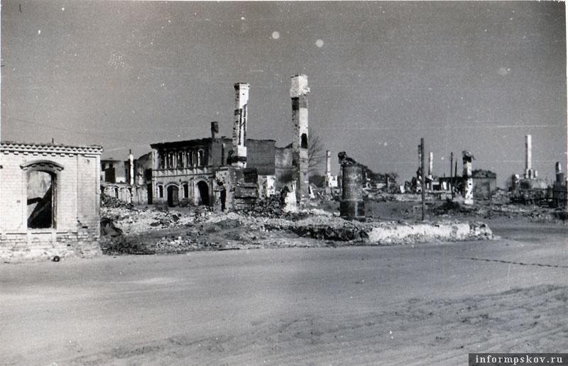 На фото: Разрушенная центральная часть города.