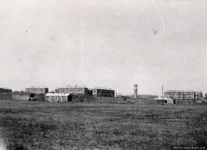 На фото: Военный городок 163-й мотодивизии Остров-3