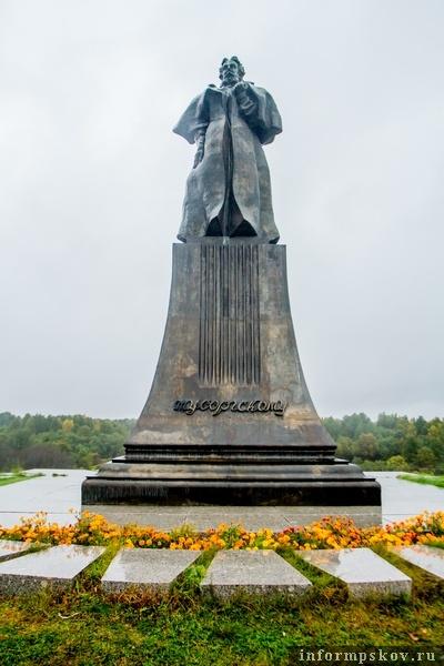 На фото: Памятник Мусоргскому на «Лысой горе», который был установлен в 1989 году