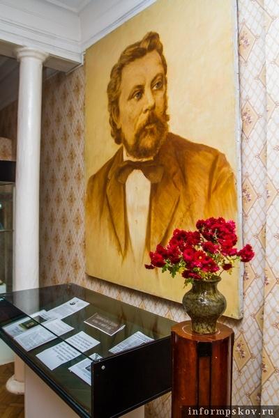 На фото: портрет Мусоргского в музее