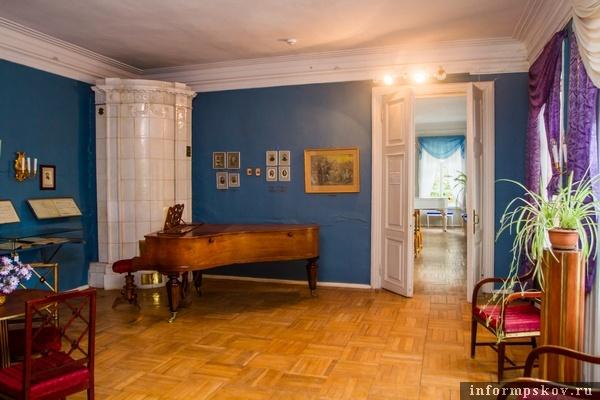 На фото: музыкальная гостиная