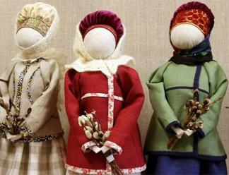 Около 40 авторских кукол представили новгородские мастерицы на выставке в Пскове