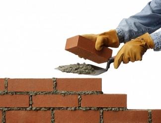 В Стругах Красных строители приступили к возведению стен больницы